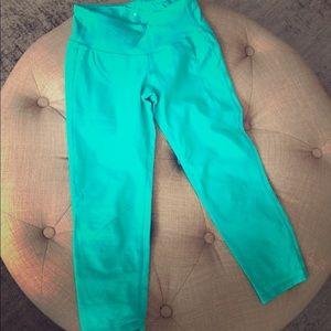 Teal Athleta cropped pants in xxs